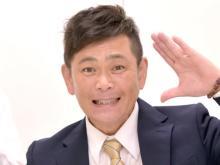 """ココリコ遠藤、息子たち""""おんぶ""""の親子写真公開「可愛い~」「2人おんぶはすごいな」"""