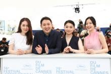 三浦透子ら、カンヌのフォトコールで個性際立つ装い 濱口竜介監督は国際映画祭への思い吐露