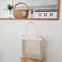 【しまむら】ちょっぴり大きめのスクエア型が使える!990円の透かし編みバッグはお店で見つけたら超ラッキー