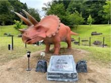 """まるで本物!? 全長5mの""""動く恐竜""""2体が「兵庫県立丹波並木道中央公園」に登場"""