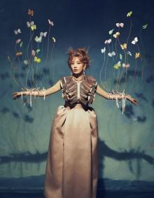 宮脇咲良が語る、衣装の記憶と思い出 『装苑』で卒業コンサートドレスの撮り下ろしも