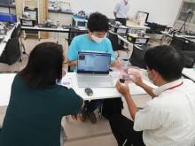 追大学生が大阪市此花区の小学校教員向けにプログラミング授業研修会を開催