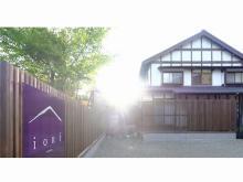 湯布院のメインストリートに和モダンな温泉付き一棟貸し宿『iORi Yufuin』がオープン