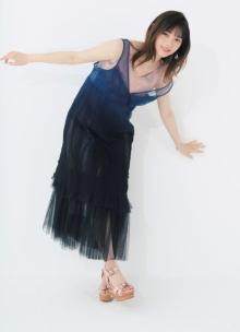 """西野七瀬、ノースリワンピで透き通る美肌披露 """"スナックママ""""で女優の新境地を開拓"""