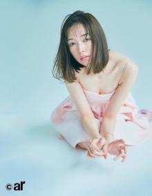 佐藤栞里、美バスト&ツヤ肌大胆披露 『ar』初表紙にワクワク&プレッシャーで興奮