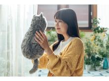 """猫を飼っている感覚が味わえる""""ほぼ猫のようなネコ型クッション""""が正式発売!"""