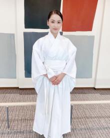 平祐奈、巫女のような白袴姿を披露 「神々しいお姿」「可愛い過ぎる!」と絶賛