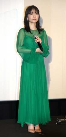 """大島優子、透け感たっぷりのドレス姿 結婚後初公の場で""""幸せオーラ""""振りまく"""