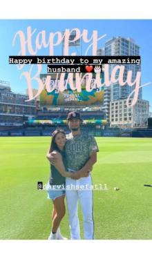 ダルビッシュ聖子、誕生日の夫と球場バックにラブラブ2ショット「いつもパパと一緒にいれて幸せです」