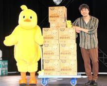 山崎まさよし、チキンラーメン25箱贈呈に爆笑 賞味期限8ヶ月には苦笑い「ははは…」