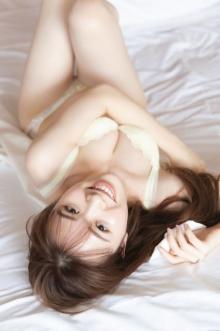 乃木坂46渡辺みり愛、ランジェリーカット解禁 吸い込まれそうな白い肌が輝く