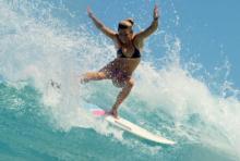サーファー、ダイバー、海洋生物学者…海と共に生きる9人の女性の物語『シー・イズ・オーシャン』