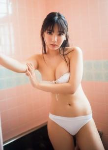 """""""令和の最強グラドル""""沢口愛華、18歳の青春まっしぐらビキニ! 『週プレ』表紙モデル"""