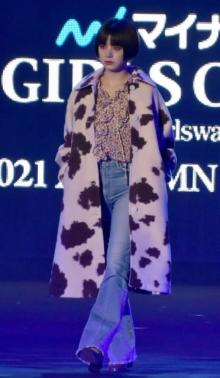 【TGC2021A/W】池田エライザ、アニマル柄のロングコートで魅了