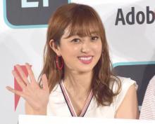 菊地亜美、31歳誕生日に娘&夫へ感謝し2ショット公開 矢口真里らも祝福
