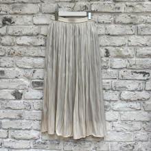 【GUレポ】光沢と柔らかな動きが今っぽい「シャイニーギャザーロングスカート」でトレンドライクな着こなしへ