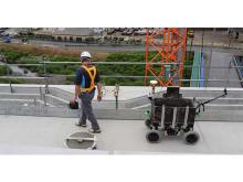 自律走行ロボットを活用し、土木施工の省力化を実証