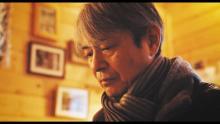 66歳でプチブレイク中の升毅が泣き、歌う 映画『歩きはじめる言葉たち』特別動画