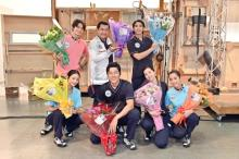 鈴木亮平、医療従事者に対し「言葉では言い表せない尊敬」 『TOKYO MER』クランクアップ