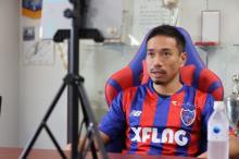 長友佑都選手、FC東京入団会見でポジション争い宣言 妻・平愛梨の反応明かす「すごく喜んでいます」