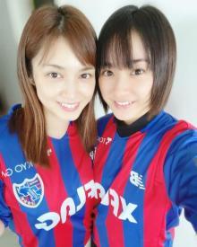 平祐奈、姉・愛梨とのユニフォーム2ショット公開「おかえりーー!!」