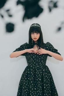 鶴嶋乃愛、大きめのリボンのワンピ&ティアラ 『LARME』に登場