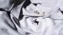 """この1枚が、犬猫を守る1歩になる。「Alia」のボストンテリア刺繍Tで、""""愛あるおしゃれ""""を楽しみたい"""