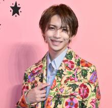 岩橋玄樹、花柄コーデでキュートな笑顔 グッチ100周年記念展に来場