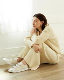 """秋冬の足元を軽やかに彩る。adidas Originalsの人気モデル、""""スタンスミス""""×emmiのコラボスニーカーに注目"""