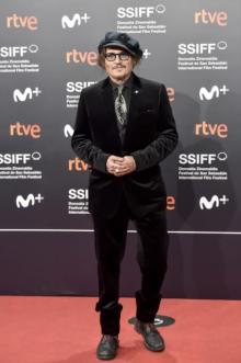 ジョニー・デップ、サンセバスチャン映画祭で功労賞 ディオールまとって登場