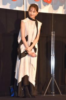 清原果耶、ノースリ衣装で笑顔 佐藤健が妄想「こんな妹がいたら」