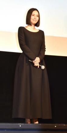 中谷美紀、美デコルテ全開 ボディラインあらわな黒ワンピ 日本初の女性総理役に「夢を託して」