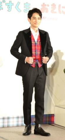 """町田啓太「ワクワクする」 特注衣装で""""英国紳士""""に"""