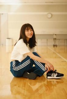 AKB48横山由依「12年の思いがぎゅっと詰まった一冊」卒業記念本で秋元康氏と対談