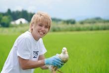 手越祐也、こだわり抜いた新米収穫 昔ながらの方法で生育、『手越村プロジェクト』第1弾スタート