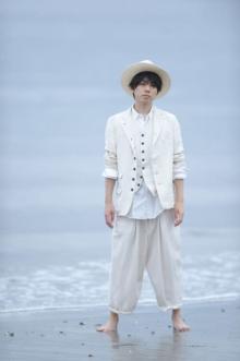 声優・梶原岳人の初フォトブック11月に発売決定 スーツ、フットサルウェア、部屋着など続々