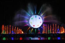 """よみうりランド、医療従事者がイルミネーション点灯 650万球で""""希望の光""""描く"""