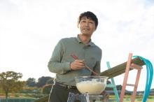 安田顕の微笑みは失敗フラグ!? 映画『私はいったい、何と闘っているのか』場面写真