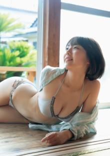 「ミスマガ」卒業の菊地姫奈、17歳のあどけなさ&背伸びした大人っぽさで魅了