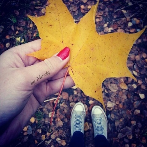 足元から季節感を♪秋ネイルはまずフットネイルから始めよう