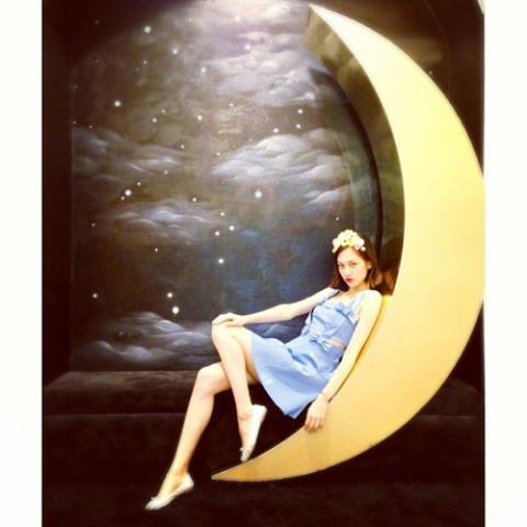 ありそうでない!月ネイルの幻想的で不思議な世界観にうっとり…♩