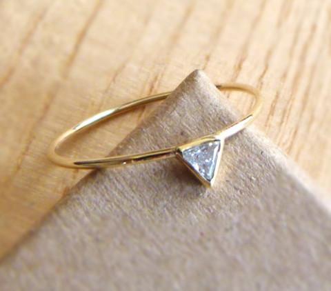 指輪モチーフが大人可愛い。リングネイルデザイン