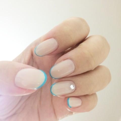 ミニマルなデザインで美指効果バツグン!指をほっそり見せてくれる『細フレンチネイル』に注目!