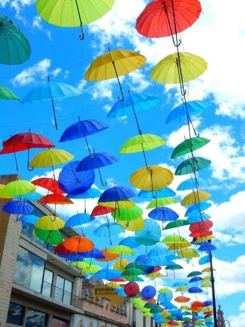 梅雨には元気のでる明るいビビッドカラーネイル!