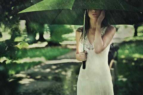 梅雨の時期に太ったと感じるのは「むくみ」が原因かも