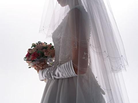 結婚する人はもちろんしない人もチェック♪憧れの【ブライダル】ネイル特集