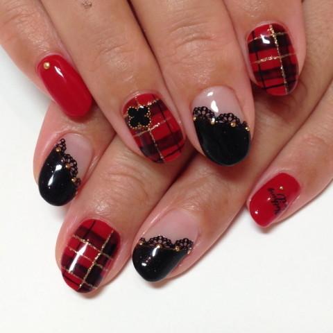 赤×黒のチェックでトラッドに | ネイル&まつエク TIGビューティー東京