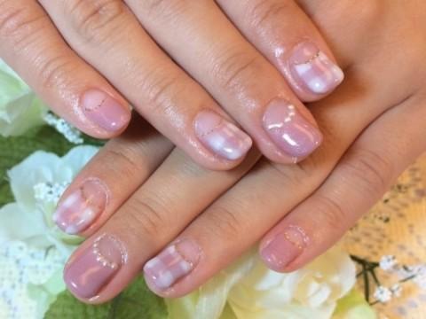 定番可愛いピンクも、くすみ系なら秋冬感アップ♪