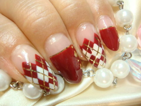 赤×白×ゴールドの配色が秋冬定番カラー♪
