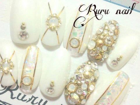 ホワイト!ゴールドのキラキラネイル(054) - ネイルチップ通販Ruru nail